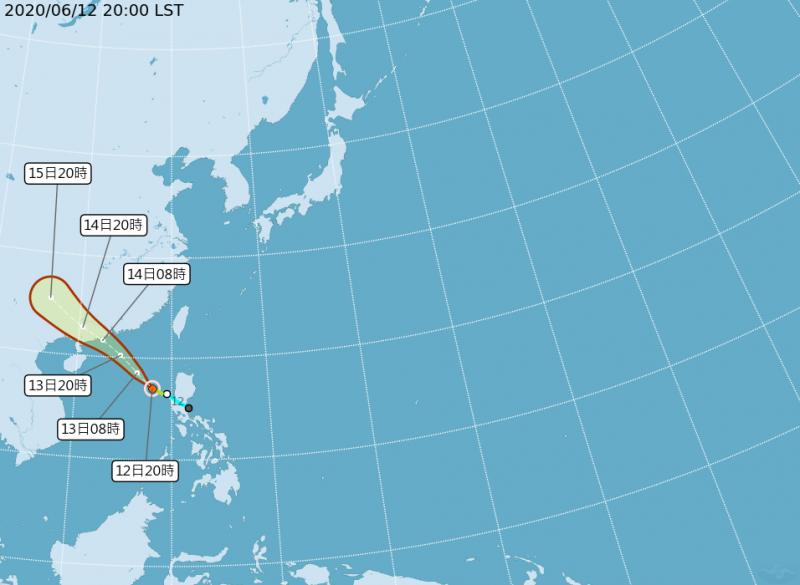 中央氣象局最新資訊顯示,該熱帶性低氣壓已升級為輕度颱風「鸚鵡」。(圖擷取自中央氣象局)