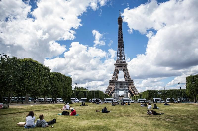 法國巴黎1名男子因工作太無聊,將公司一狀告上法院獲賠4萬歐元。圖為巴黎艾菲爾鐵塔。(歐新社檔案照)