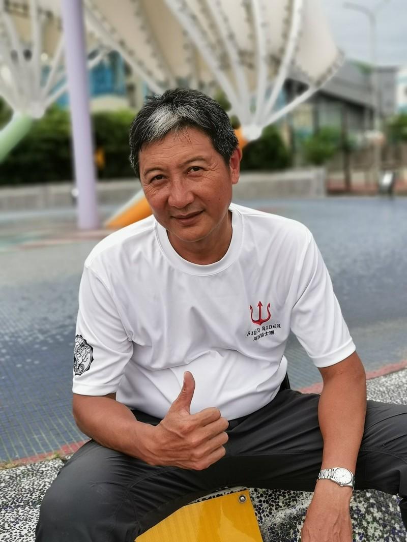 蘇晉軒成功挑戰騎哈雷重機連續環台36圈。(海妖騎士團車隊提供)