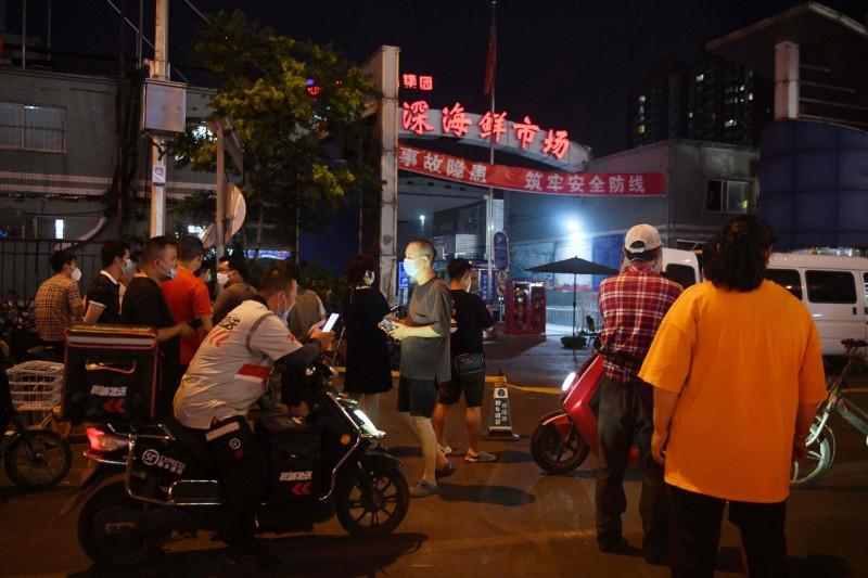 中國北京的「新發地批發市場」被驗出「武漢肺炎病毒」。(法新社資料照)