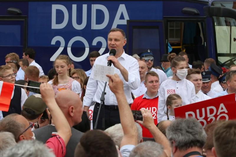 尋求連任的波蘭總統杜達,13日在造勢活動提到「LGBT是一種意識形態」,引起正反兩方熱議。(歐新社)
