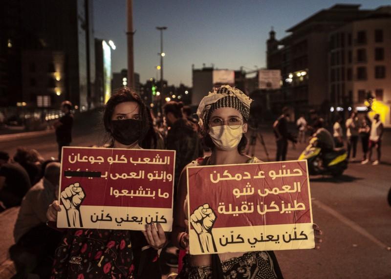 黎巴嫩面臨數十年最嚴重的經濟危機,示威者要求成立新政府。(歐新社)
