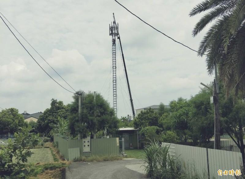 南曾村基地台今天拆除。(記者顏宏駿攝)