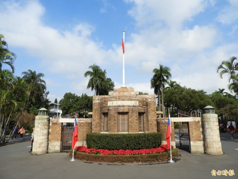 台灣大學學生會於校務會議提案成立「校園轉型正義小組」,最後校務會議代表以24票贊成、109票不贊成,打槍學生會之提案。(記者陳鈺馥攝)