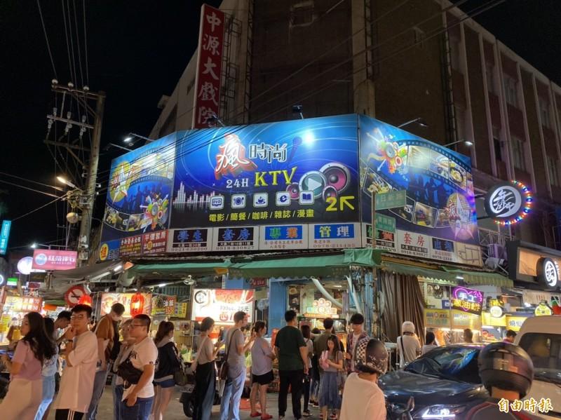 中原商圈39年老戲院中源大戲院熄燈,令網友不捨。(記者李容萍攝)