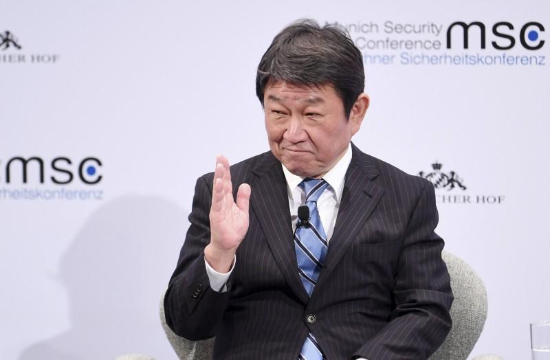 針對是否對放寬台灣入境限制,日本外務大臣茂木敏充(見圖)今(15)日鬆口表示,「我想我會仔細考慮」。(美聯社資料照)