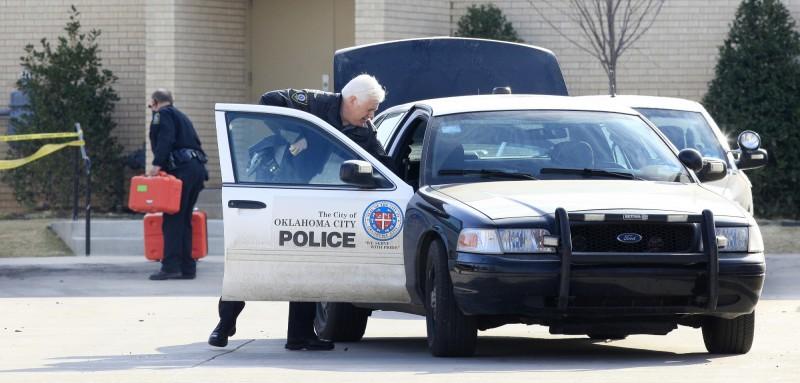 美國奧克拉荷馬州1名男子開車回家時把4歲女兒和3歲兒子鎖在車上,自己進入屋內睡了4、5個小時,醒來後兒女已在車內被活活熱死。奧克拉荷馬州警察示意圖。(美聯社)