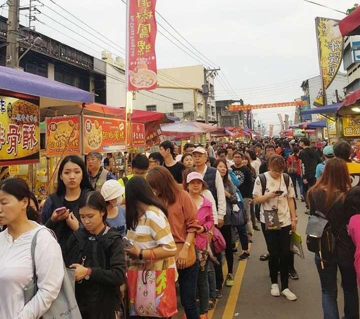 北斗「遶境夜市」一年舉辦一次,每年都吸引成千上萬信眾湧入北斗鎮找美食。圖為去年拍攝。(黃曉漁提供)