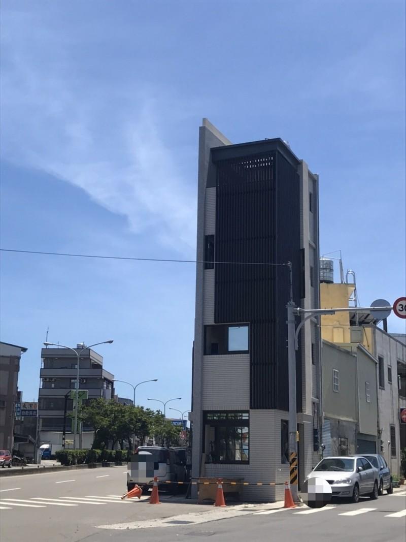 張藥房原址重建已接近完工剩下內部裝潢,也象徵台灣土地正義的重要性。(記者蔡政珉翻攝)