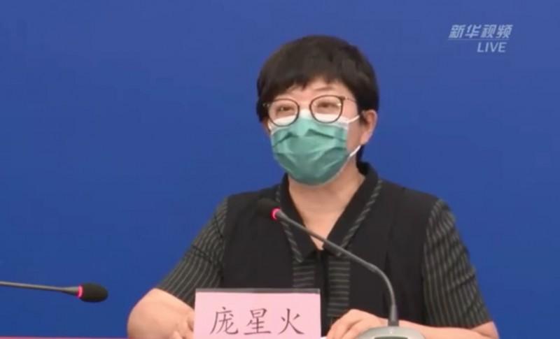 龐星火坦言,目前北京市疫情還屬於上升期,考慮到新發地市場是北京市最大的農副產品交易場所,物流廣泛,人員密集,疫情擴散風險大,控制難度大,「不排除發病人數,未來繼續維持、並持續一定時間」。(擷取自微博)