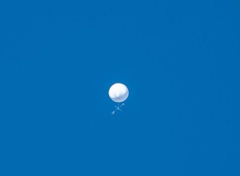 日本宮城縣上空今(17日)驚見一個「白色不明飛行物」,當地警方接獲了100多通報案電話,目前仍不清楚是何物。(圖擷自「sendai_astro」IG)