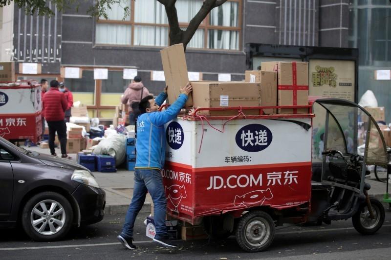 武漢肺炎疫情在北京復燃,不僅傳出多航班停駛、聯外道路封閉。中國媒體也發現,部分快遞賣家已經停止向北京送貨。(路透)