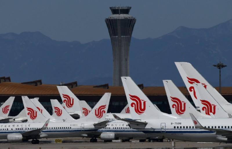 中國北京市爆發新一波武漢肺炎疫情,近7成的出入境航班被迫取消。(法新社)