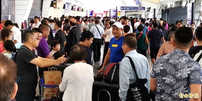 暫停旅行業組團出國及接待入境觀光團措施,觀光局宣布持續實施至7月31日。(資料照)