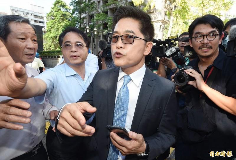 黃健庭表示,自己前一天跟國民黨主席江啟臣報告時,江還表示恭喜,好像了解、理解了,沒想到過一個晚上什麼都變了。(記者廖振輝攝)