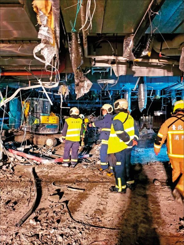 京華城驚傳有樓地板坍塌,1工人受困當場死亡。(記者 邱俊福翻攝)