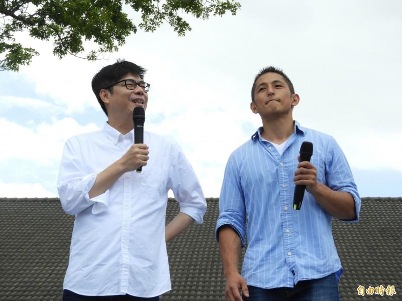 陳其邁聘請吳怡農(右)擔任國際事務與青年政策顧問。(記者葛祐豪攝)