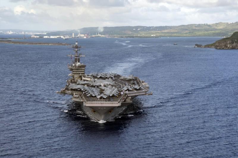 有美軍指揮官表示,這次演習將對美軍多支航艦部隊的聯合作戰訓練有很大的幫助。圖為羅斯福號航空母艦。(美聯社)