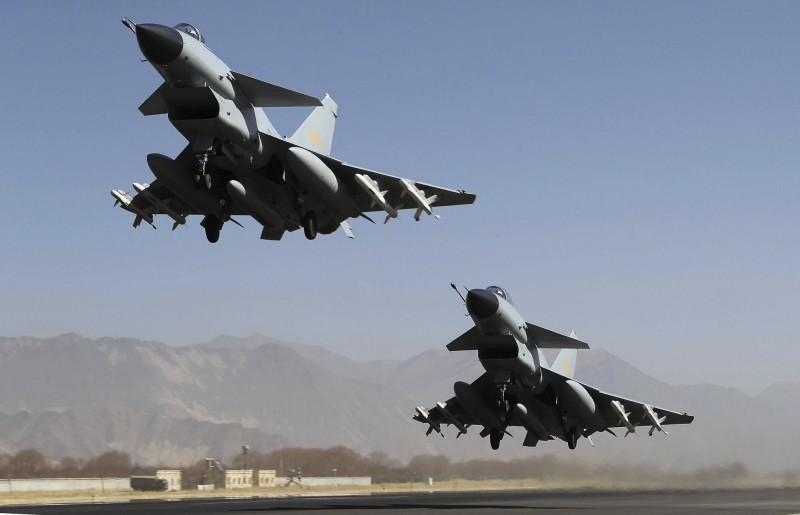 國軍證實中共殲10戰機(見圖)今中午再度短暫進入台灣西南空域,隨後被我空軍驅離。圖非當事飛機。(美聯社資料照)