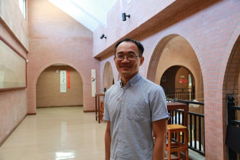 中山大學物理系助理教授黃信銘跨國研究 一年半內榮登3大世界權威期刊。(中山大學提供)