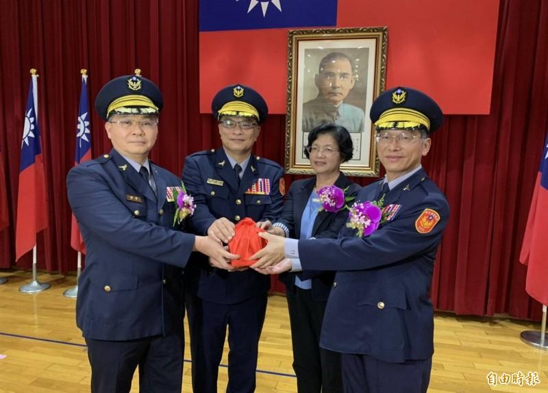高階警官今到任,彰化子弟許錫榮(右1)接掌彰化縣警局。(記者湯世名攝)
