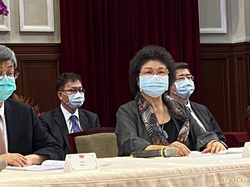 陳菊致詞表示,在立院通過監院人事同意權後案,她會正式退出政黨職務,退出所有政黨。根據民進黨黨員入黨辦法,註銷民進黨黨籍。(記者楊淳卉攝)
