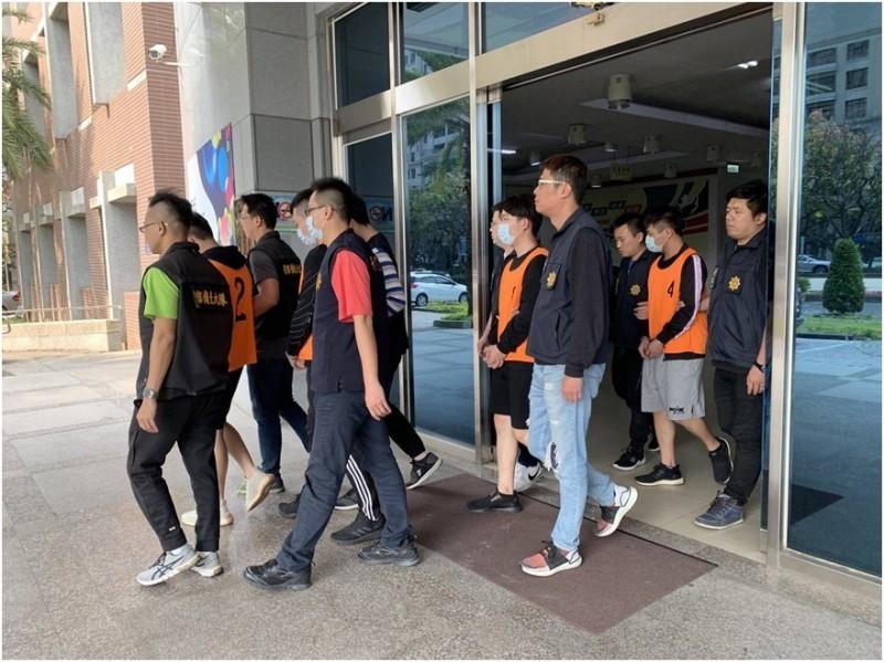 警方逮捕以林嫌為首的集團成員共9人。(記者何宗翰翻攝)