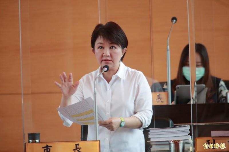 台中市長盧秀燕(見圖)被議員爆,4年內任要狂賣地750億元,是超強賣地王,她回應,大家都要建設卻不准賣地「要馬好又要馬不吃草」。(記者蘇孟娟攝)