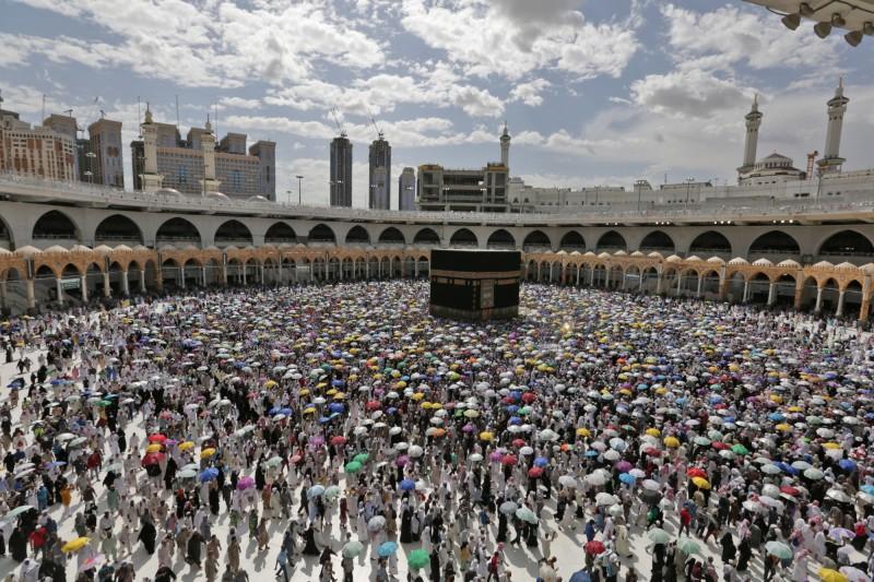沙烏地阿拉伯當局今(23)日宣布,今年只允許居住在境內的1000名穆斯林到麥加朝聖。圖為去年朝覲。(歐新社)