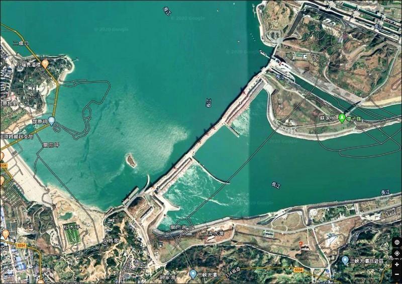 中國6月以暴雨持續,特別是三峽大壩上游地區的降雨,對大壩造成嚴重挑戰。圖為三峽大壩GOOGLE MAP鳥瞰照。