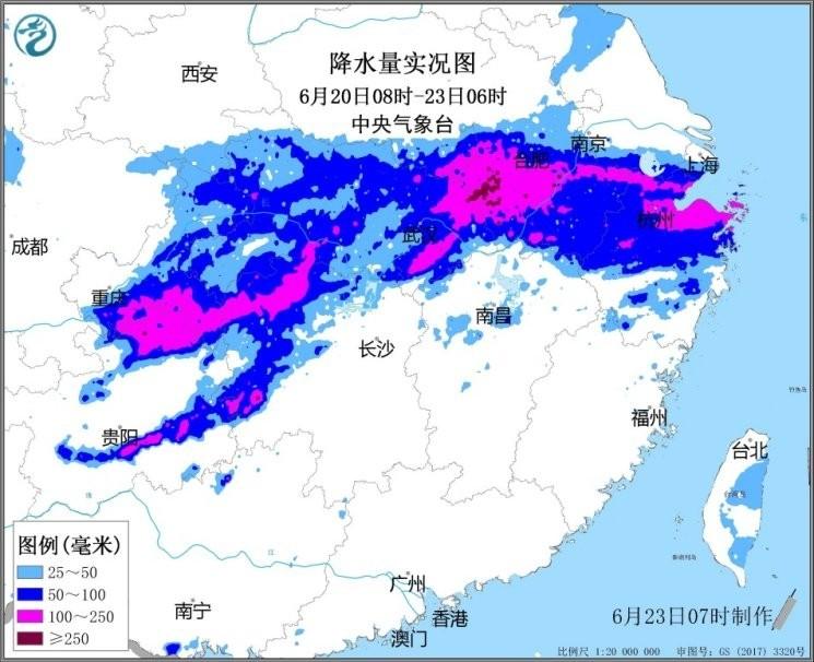 據中央氣象台資料,這次貴州至長江中下游雨勢凶惡,貴州、重慶至長江中下游一帶,部分地區累積降雨量有100至200毫米,局部地區更高達250至377毫米。未來3天,預估雨勢依然猛烈,並將緩慢南移,湖南、湖北、江西、安徽、江蘇、浙江及廣西都將出現暴雨或局部大暴雨。(擷取自中國中央氣象台)