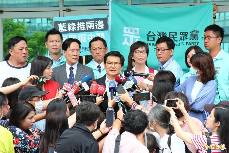 吳益政強調,希望透過選舉凸顯高雄的公共議題,並找出解決方式。(記者李惠洲攝)