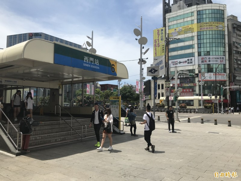 7月1日起台北市西門捷運廣場將成為禁菸區。(記者蔡思培攝)