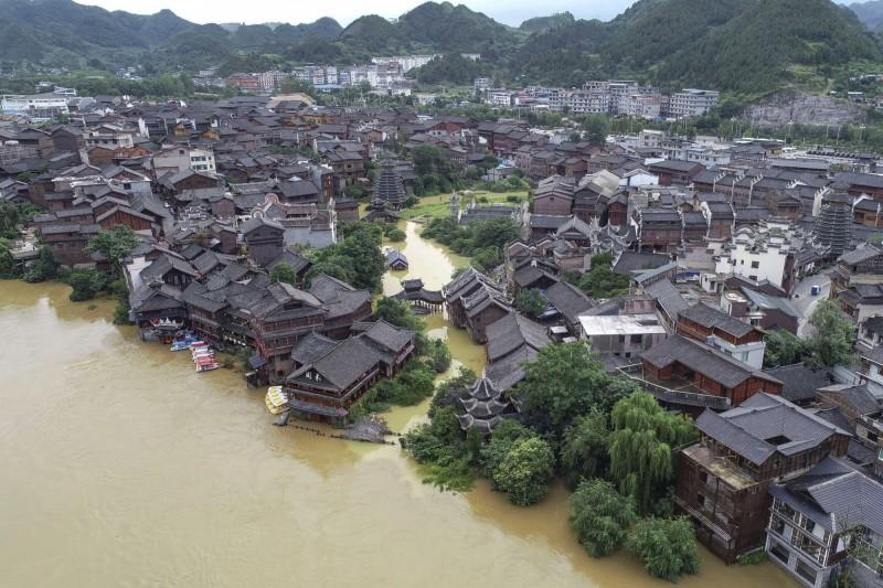 中國貴州凱里市下司鎮遇洪災。(美聯社資料照)