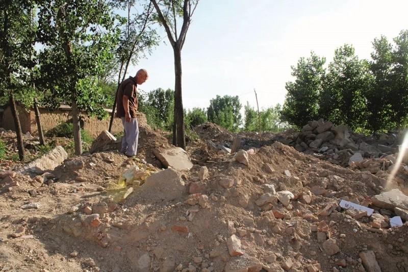 山東推動「合村併居」政策,各地卻陸續發生強拆民房等脅迫事件。(擷取自中國新聞週刊)