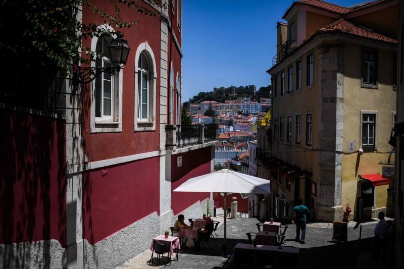 葡萄牙目前總確診數4萬104人,死亡人數累計1543人。圖為葡萄牙一景(法新社)