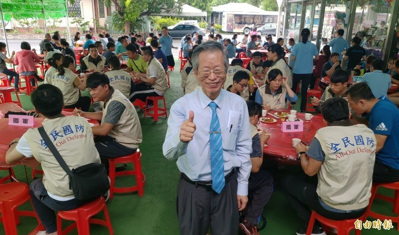華新醫材感謝國軍支援口罩國家隊,特地舉辦餐會答謝。中為董事長鄭永柱。(資料照,記者陳冠備攝)