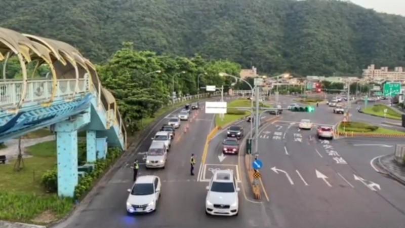 通往蘇花改入口的沿線道路,清晨4點起就湧現南下車潮。(記者江志雄翻攝)
