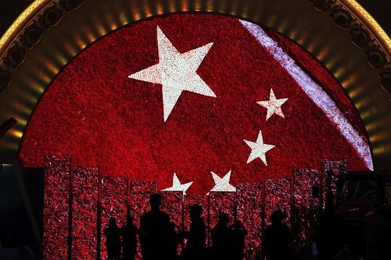 中國今年3月1日開始施行「網絡信息內容生態治理規定」, 對中國網路言論空間自由產生巨大衝擊。成功大學政治系教授洪敬富表示,繼「以黨領政」後,「以黨領網」正在習核心治下快速成形中。 (美聯社資料照)