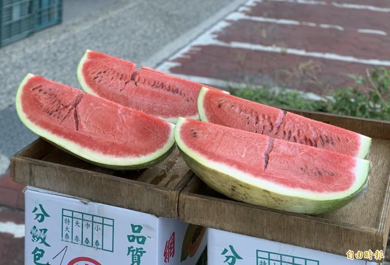 端午節午時取水外,民俗專家廖大乙也建議吃西瓜,消暑氣外還有火木相生之吉祥寓意。(記者陳鳳麗攝)
