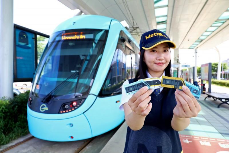淡海輕軌與王子文具異業合作,推出淡海輕軌、捷運環狀線、三鶯線及安坑線列車造型橡皮擦。(新北捷運公司提供)