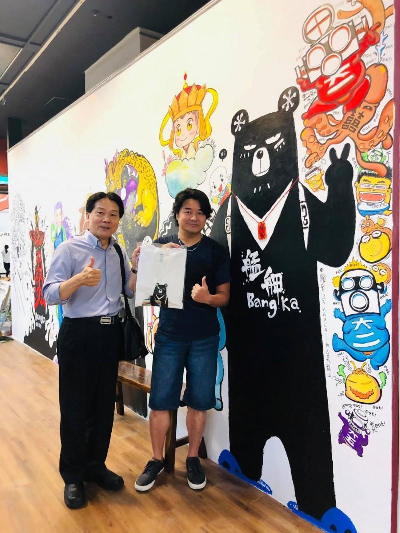 Manga.龍山書店集結台灣漫畫家用畫筆繪製的台灣故事、美食等視覺意象,也提供相關文創商品,也將舉辦漫畫家見面會等。(圖取自Manga.龍山書店臉書粉絲頁)