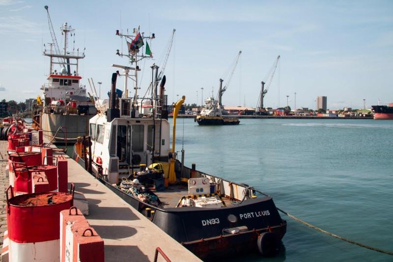 西非海盜猖獗,5名南韓人在貝南(Benin)近海被武裝分子綁架。照片停泊在貝南柯多努港的漁船。(法新社)