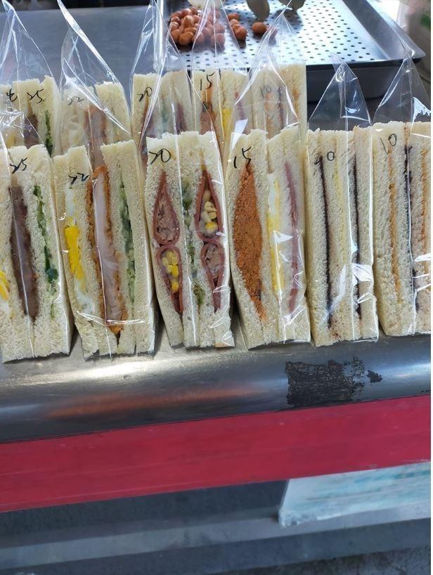 早餐店老闆分享一位10年死忠奧客的神奇習慣。(圖擷取自臉書)