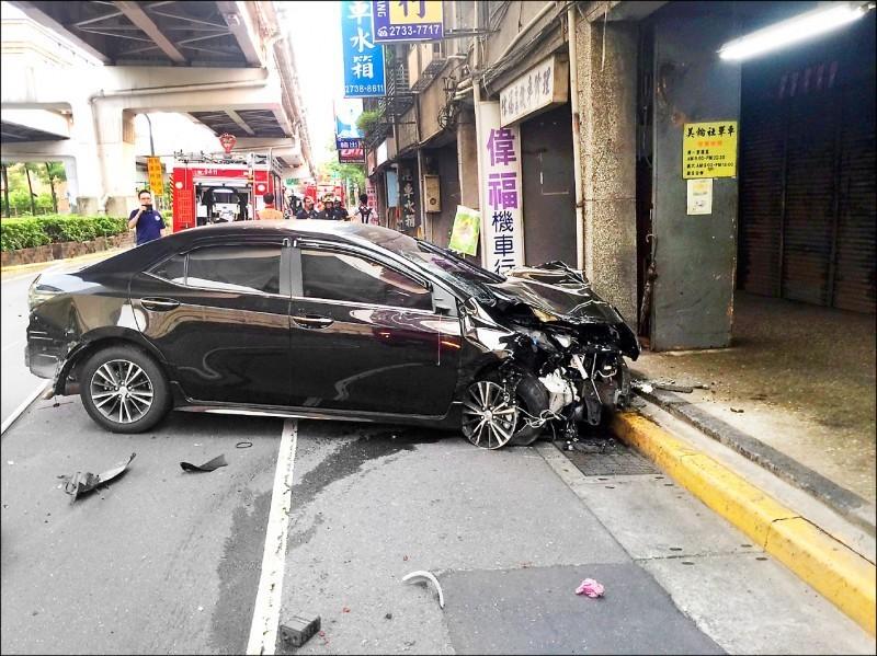 郭姓Uber司機前年在台北市酒後高速狂飆闖紅燈,連續追撞三輛機車,造成騎士1死2傷。(資料照,記者邱俊福翻攝)