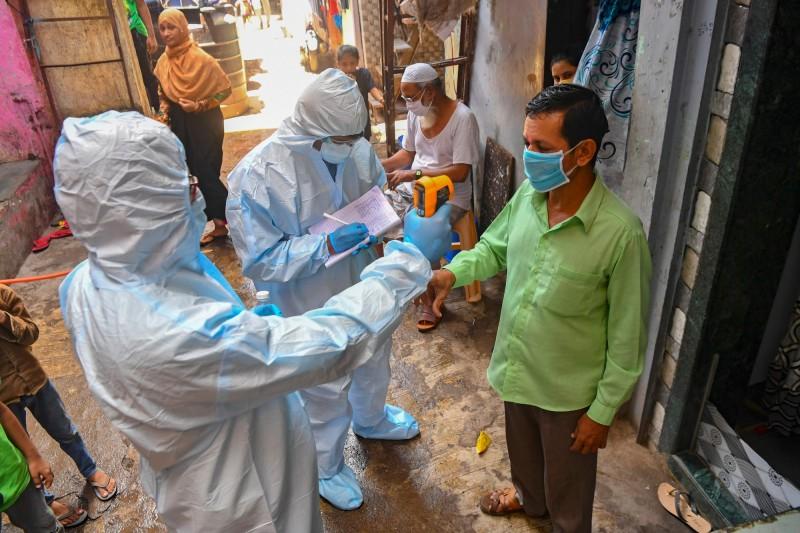 印度政府將對首都新德里的2900萬居民實施全面檢查,該市是印度疫情最嚴重的地區,至今已累計7萬人確診。(法新社)
