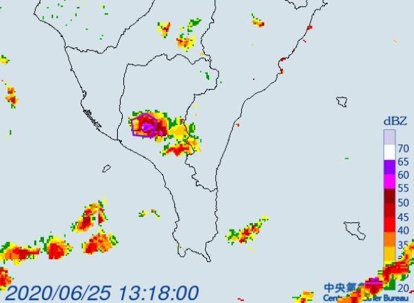 氣象局對屏東縣發布大雷雨即時訊息。(擷取自中央氣象局)