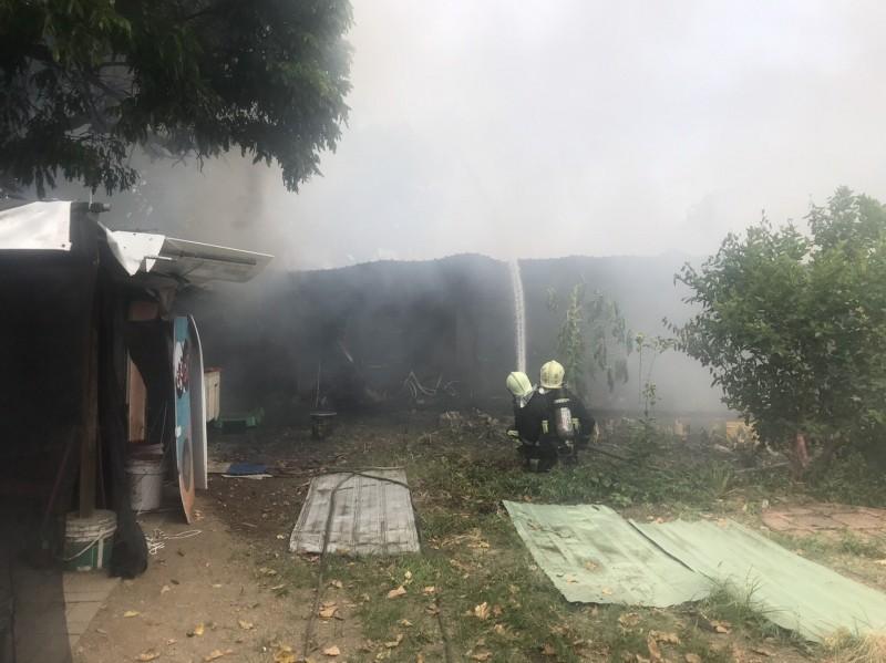 火勢在半小時候就受到控制,沒有人員傷亡。(花蓮縣消防局提供)
