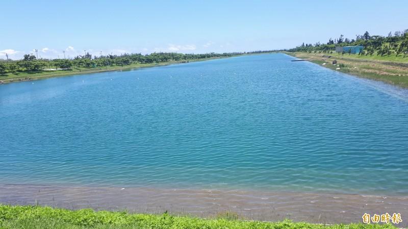 台東活水湖自7月起禁止民眾游泳。(記者黃明堂攝)