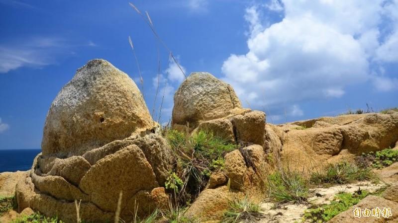 千百年風化作用,孕育出花嶼仙桃石美景。(記者劉禹慶攝)